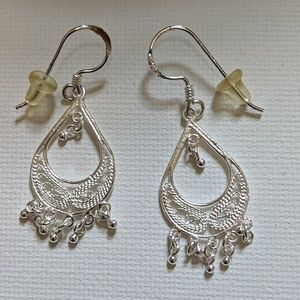Jewelry - Dangling silver earrings